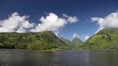 Green Mountains of Tahiti — 图库视频影像