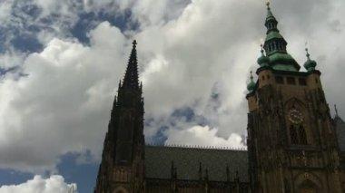 Czas wygaśnięcia chmury nad katedry — Wideo stockowe