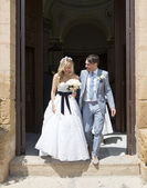 Bride and Groom leaving the church — Stock Photo