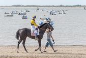 Sanlucar de barrameda strand paardenrennen 8 augustus 2013 — Stockfoto