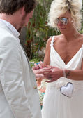 Bride and Groom on their wedding day exchanging rings — Stock Photo