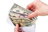 Cash dollar i kuvertet — Stockfoto
