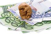 Netsuke rat and euro — Stock Photo