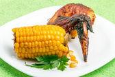 Kip vleugel met maïs — Stockfoto