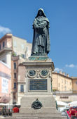 Giordano Brvno statue in Campo de' Fiori, Rome. — Stock Photo