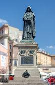 Giordano Brvno statue in Campo de' Fiori, Rome. — Stock Photo