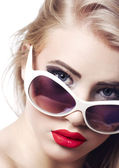 Beautiful girl with sunglasses — Stock Photo
