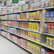 Grocery Store Cereal Shelves — ストック写真
