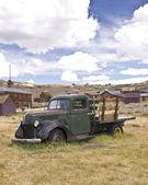 Camion fantasma in una città fantasma — Foto Stock
