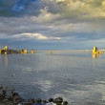 coucher de soleil sur le mystérieux lac mono — Photo