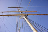 Tall Mast on a Tall Ship — Stock Photo