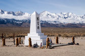 Manzanar Memorial and Sierra Mountains — Stock Photo