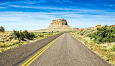 Desert Highway Approaching Chaco Canyon in New Mexico — Stock Photo