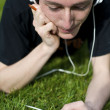 Man listening to the music with white headphones  — Stockfoto