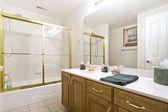 крупным планом картина интерьер ванной комнаты — Стоковое фото
