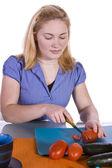 Güzel kız yemek hazırlama — Stok fotoğraf