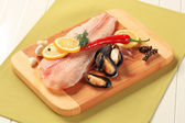 Fresh fish fillets and mussels — Stock Photo