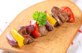 Chicken liver and vegetable skewer — Stock Photo