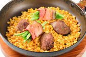 Pan fried chicken liver with sweetcorn and green beans in bacon — Stock Photo
