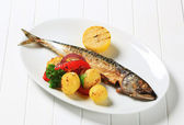 Grilled mackerel and potatoes — Stock Photo