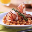 Baked beans and bacon — Stock Photo