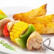 Shish kebab and potato wedges — Stock Photo