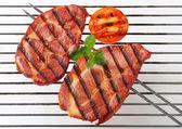 Bistecche di collo di maiale alla griglia — Foto Stock