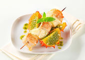 Chicken and aubergine skewer with pesto and horned melon — Stock Photo