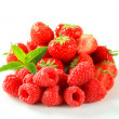Fresh strawberries and raspberries — Stock Photo