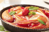 Cheese and strawberry sponge cake — Stock Photo