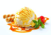 Ice cream with caramel sauce — Stock Photo