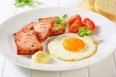 Pan-fried Leberkase with sunny side up fried egg — Stock Photo