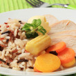 Chicken meat with mixed rice and vegetables — Stockfoto