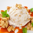 Walnut ice cream with caramel sauce — Stock fotografie