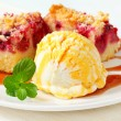 Berry fruit crumble slices with ice cream — Stock Photo