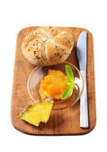 Whole grain bun with marmalade — Stock Photo