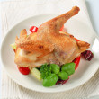 Roast chicken with vegetable garnish — Stockfoto