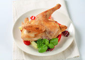 Roast chicken with vegetable garnish — Stock Photo