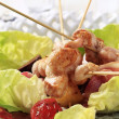Chicken skewers on lettuce leaves — Stock Photo