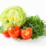 Iceberg lettuce, arugula and tomatoes — Stock Photo