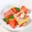 Custard (Vanilla) Slice with strawberries and ice cream — Stock Photo #29989609