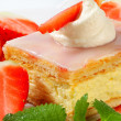Custard (Vanilla) Slice with strawberries and ice cream — Stock Photo