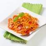 Spaetzle in garlic tomato sauce — Stock Photo