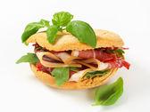 プロシュートのサンドイッチ — ストック写真