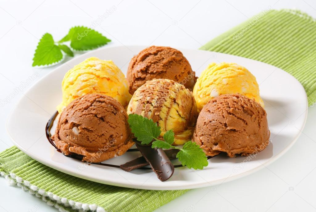 кремово-шоколадное мороженое  № 2279319  скачать