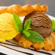 Ice cream with puff pastry biscuits — Foto de Stock