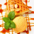 Almond cake with ice cream and caramel sauce — Stockfoto