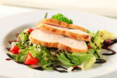 Chicken breast with green salad — Stock Photo