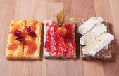 Crispbread with jam, marmalade and cheese — Stock Photo