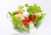 Tärnad fetaost med färska grönsaker — Stockfoto